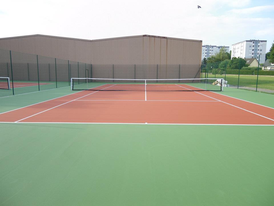 Tennis à Nogent le Rotrou - Perche - Eure et loir - club de tennis avec courts intérieurs et extérieurs et un club house - Région Centre - Val de loire
